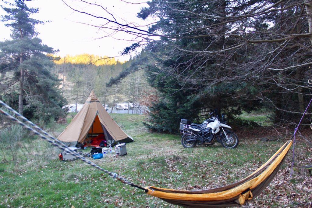 Motorradreise - Hängematte und Tentipi