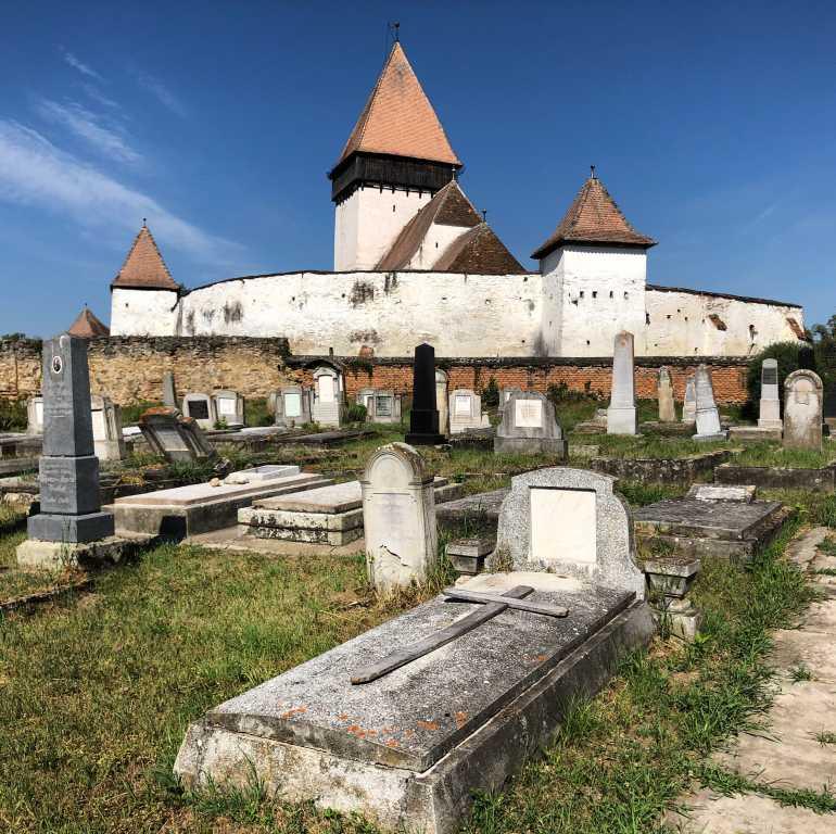 Rumänien - Siebenbürgen Kirchenburg Holzmengen