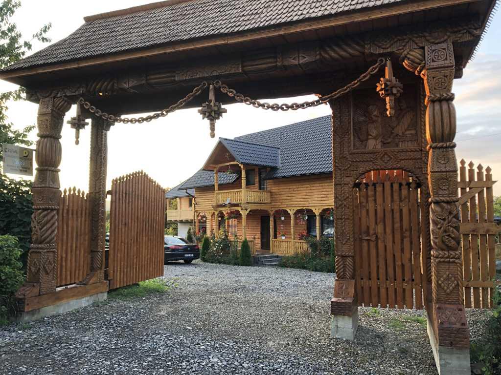 Rumänien - typisches Eingangstor