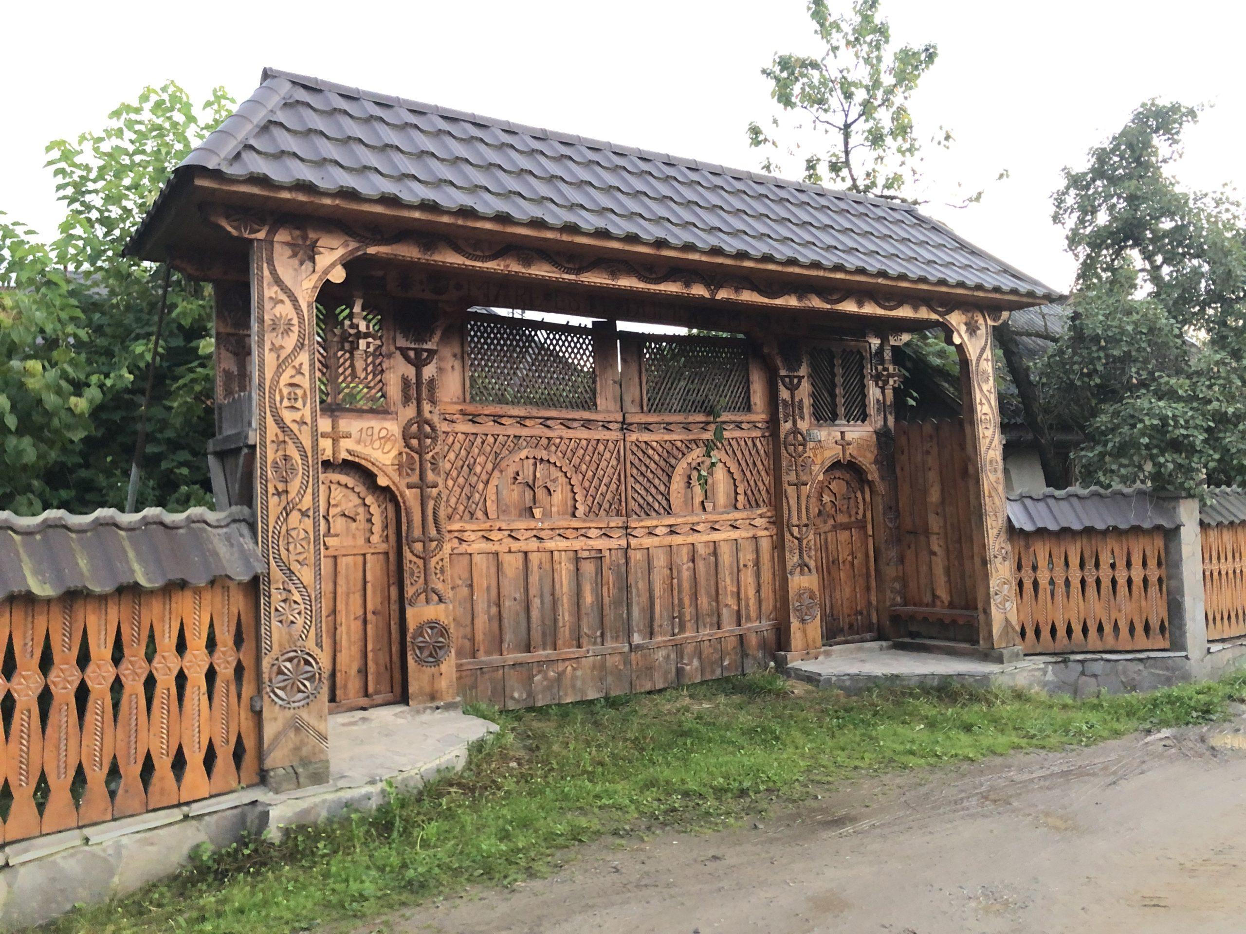 Klassisches Hoftor in Rumänien
